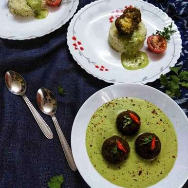 Photo of Pizza flavoured kofta in creamy spinach gravy by Debjani Dutta at BetterButter