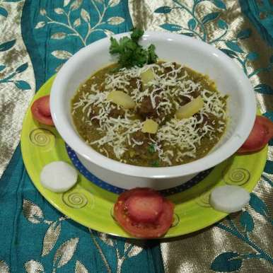 Photo of Bottlegourd Gooseberry Kofta in Spinach Gravy by Aachal Jadeja at BetterButter