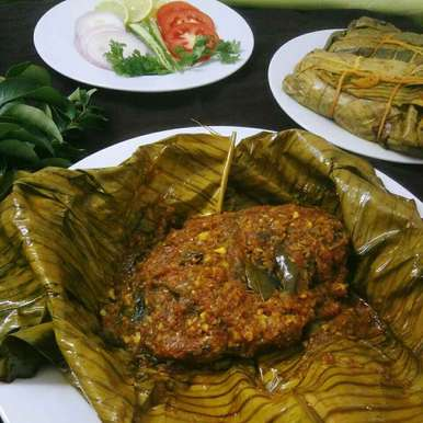Karimeen Pollichathu/ Pearl Spot Fish cooked in banana leaf, How to make Karimeen Pollichathu/ Pearl Spot Fish cooked in banana leaf