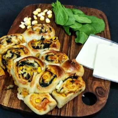 Photo of Cheesy Garlic spinch corn buns . by Alka Munjal at BetterButter