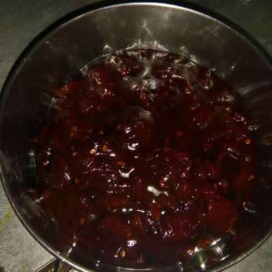 Sweet and spicy tomato and dates chutney, How to make Sweet and spicy tomato and dates chutney