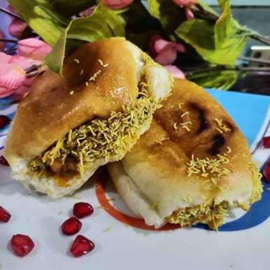 Beetroot Pesto Dabeli recipe in Gujarati, બીટરૂટ પેસ્ટો દાબેલી, Bhavana Kataria