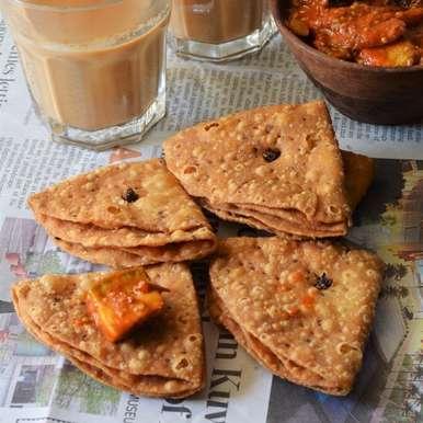 Photo of Tikoni Khaja Mathri by Anjana Chaturvedi at BetterButter
