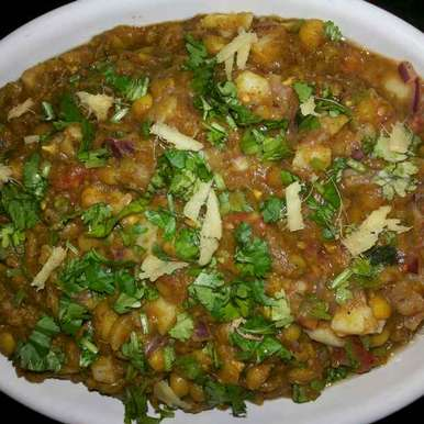 Photo of Safed Matar Ghugni Chaat by Archana Bhargava at BetterButter