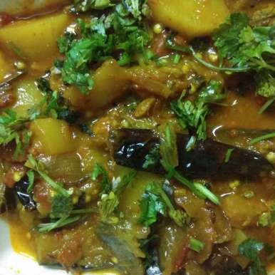 Photo of baigan aloo curry by Asha Shah at BetterButter