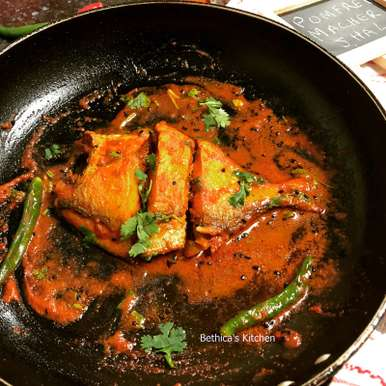 Photo of Pomfret Macher Jhal (Bengali Style Fish Curry) by Bethica Das at BetterButter