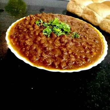Photo of Chana Masala Gravy by Aarti Nijapkar at BetterButter