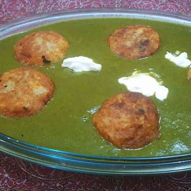 Photo of Malai kofta in spinach gravy by debashri chatterji at BetterButter