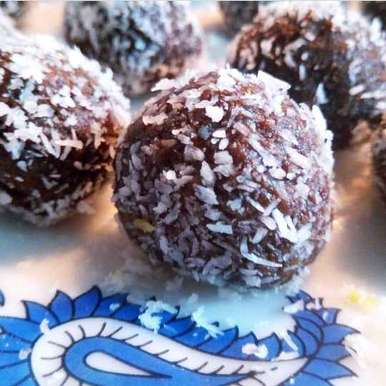 Chocolaty coconut  laddu recipe in Gujarati, કોપરા ના ચોકલેટી લાડુ, Dipika Ranapara