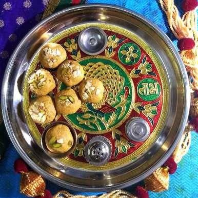 Photo of Gujarati Magas na laadu (Magaj) | Traditional Gujarati Gram Flour Fudge by Drashti Dholakia at BetterButter