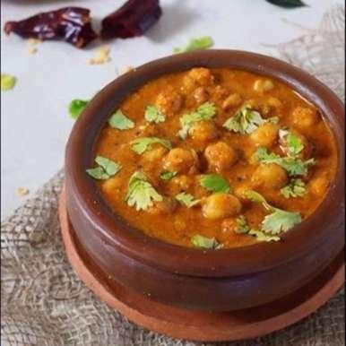 Goan chole ( chickpea) xacuti recipe in Marathi,गोवन छोले (चणे) झाक्युटी, Freda Dias
