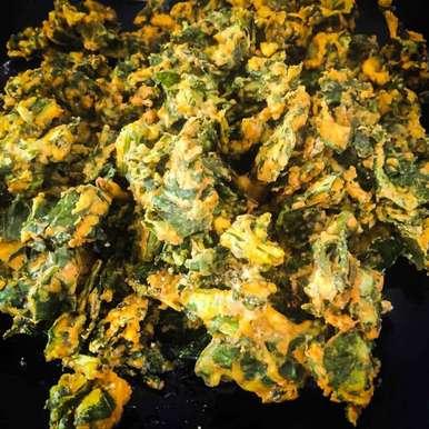 palak pakodi/ palak fritters recipe in Telugu,పాలకూర పకోడి, Harini Balakishan