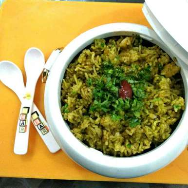 Palak Pulav With Gravy recipe in Gujarati, પાલક પુલાવ વીથ ગે્વી, Harsha Israni
