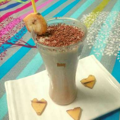 Photo of Healthy Oats Banana Smoothie by Honey Lalwani at BetterButter