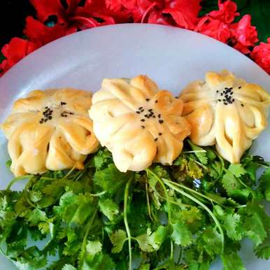 Photo of chicken balls stuffed flower bread by Juthika Ray at BetterButter