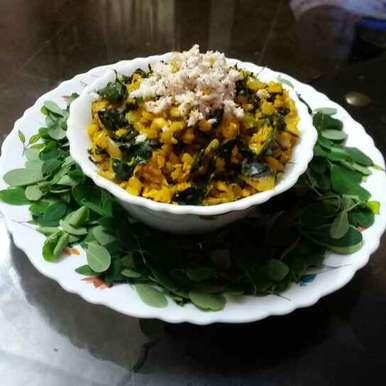 Drumstick Lear's and moongdal curry recipe in Telugu,మునగాకు పెసరపప్పు కూర, Kavitha Perumareddy