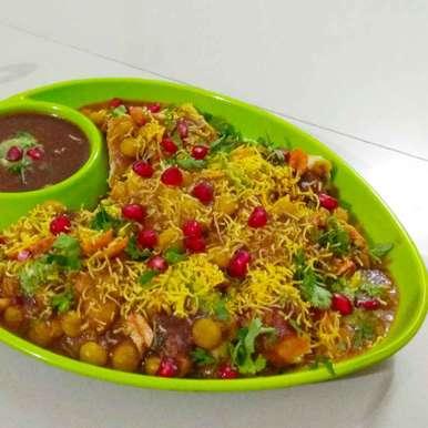 Ghughra ragada chat recipe in Gujarati, ઘૂઘરા રગડા ચાટ, Lipti Ladani