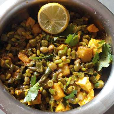 Photo of Mix beans with spinach gravy by Meghna Sodha at BetterButter