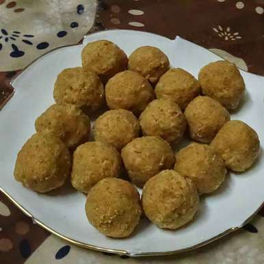 Photo of Besan ladoo in microwave by Mukti Sahay at BetterButter