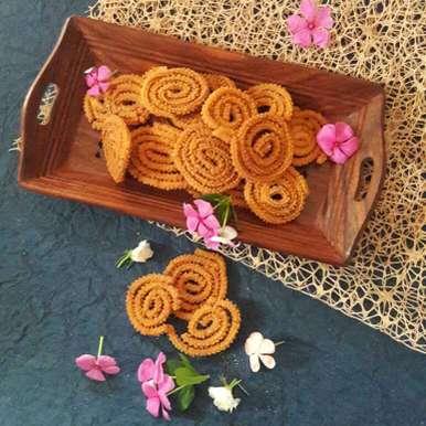 Chakri / chakli recipe in Hindi,चकरी / चकली, Neelam Barot