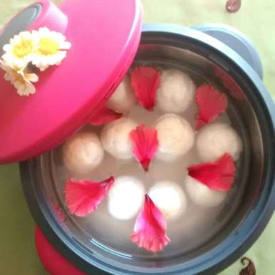 Photo of Safed rasgulla by Neelima Rani at BetterButter