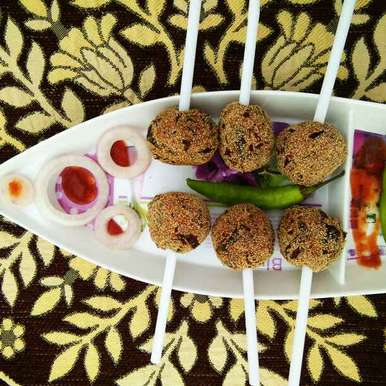 Murmure lollypop recipe in Hindi,मुरमुरे लॉलीपॉप, Neeru Gupta