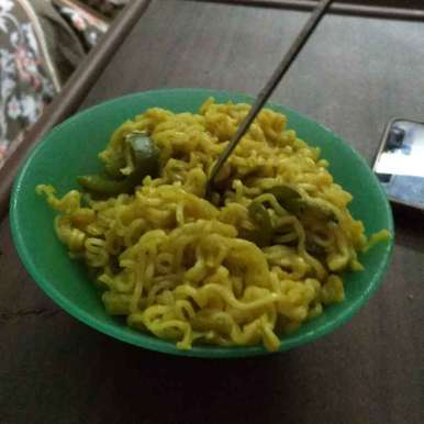 Smoked capsicum and chilli maggi noodles, How to make Smoked capsicum and chilli maggi noodles