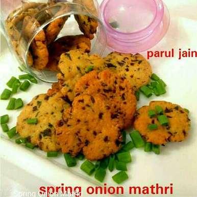 Spring onion mathri recipe in Hindi,हरे प्याज की मठरी, Parul Jain