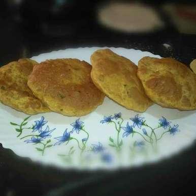 Fenugreek potato poori recipe in Telugu,మేథీ ఆలూ పూరి, Pravallika Srinivas
