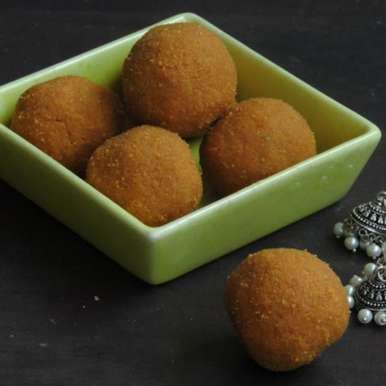 Photo of Kandi Sunnundalu/Toor Dal Laddoos by Priya Suresh at BetterButter