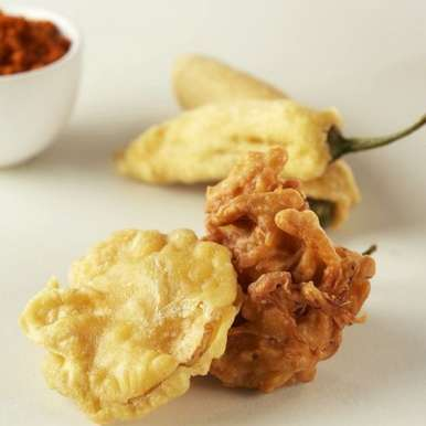 Photo of Aloo Pyaz and Mirchi Pakoras by Bindiya Sharma at BetterButter