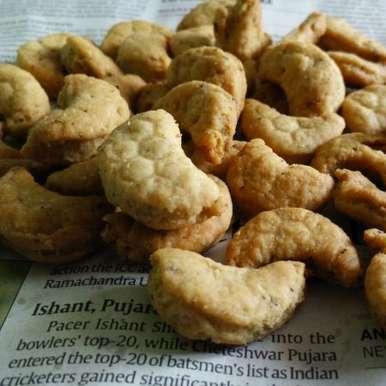 Photo of Homemade Kaju Namkeen Matar by Suhan Mahajan at BetterButter