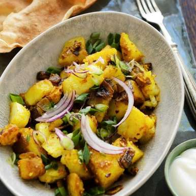 Photo of Alu hare pyaz ki sabzi(Spring onions and potato stir fry) by Bindiya Sharma at BetterButter