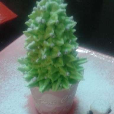 Photo of Christmas tree cup cake by Soniya Singh at BetterButter