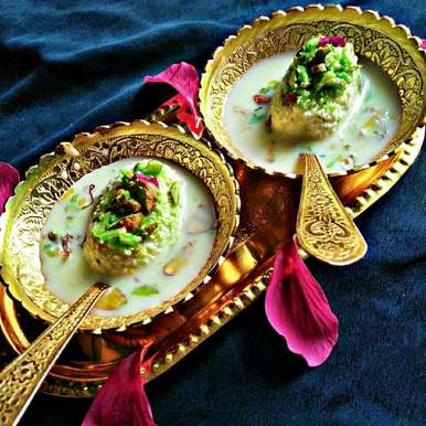 Photo of Pista Paneer Roll In Saffron Milk by Rani Soni at BetterButter