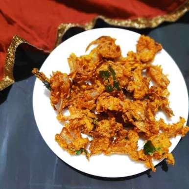 Onion pakodas recipe in Telugu,ఉల్లి పకోడీ, Reena Andavarapu