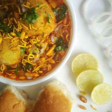 Batata vada usal pav recipe in Hindi,बटाटा वडा उसल पाव, Renu Maurya