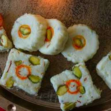 Cottage cheese sweets recipe in Hindi,छैना बर्फी, Roop Parashar