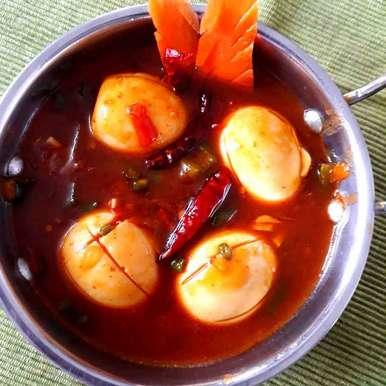 Hot garlic egg. recipe in Bengali,হট গার্লিক এগ, Shampa Dighal