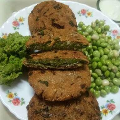 Photo of Lilva stuff bajri - methi puri ( lilva  puri  ) by Shital Satapara at BetterButter