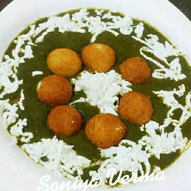 Photo of Cheese cofta in spinach gravy by Soniya Verma at BetterButter