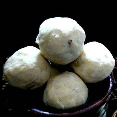 Photo of Maaladu / Pottukadalai Ladoo / Roasted Gram Ladoo by Subashini Murali at BetterButter