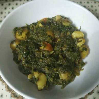 Photo of Palak Alu with Tomato by Supriya Bhatia at BetterButter