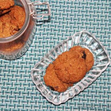 Photo of Oats and Dates Whole Wheat Cookies by Swathy Nandhini at BetterButter