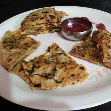 Cheese Palak paratha recipe in Gujarati, ચીઝ પાલક પરોઠા, Swati Bapat