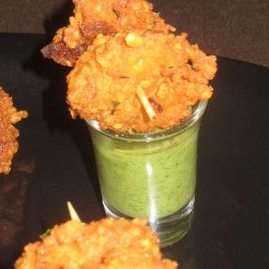 Chana dal pakoda and pudina chutney, How to make Chana dal pakoda and pudina chutney