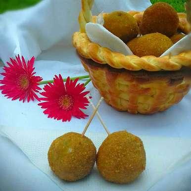 Photo of Chicken Butter Balls In Butter Bread Basket by Tamali Rakshit at BetterButter