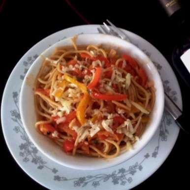 Whole Wheat Spaghetti With Sweet Bell Peppers In Tomato Red Wine Sauce, How to make Whole Wheat Spaghetti With Sweet Bell Peppers In Tomato Red Wine Sauce