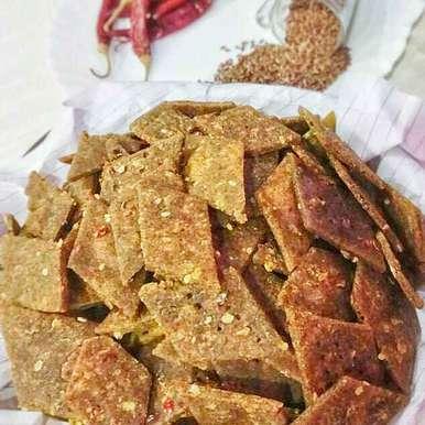Flexseeds,ragi and whole wheat namak paare recipe in Hindi,अलसी,रागी और गेहूं के आटे के नमक पारे, uzma shouab
