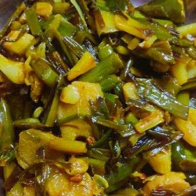Hare lahsun-adrak ka achar recipe in Hindi,हरे लहसुन-अदरक का अचार, Vandana Gupta